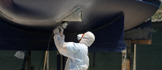 menage-nettoyage-bateau-coque-et-interieur-antibes